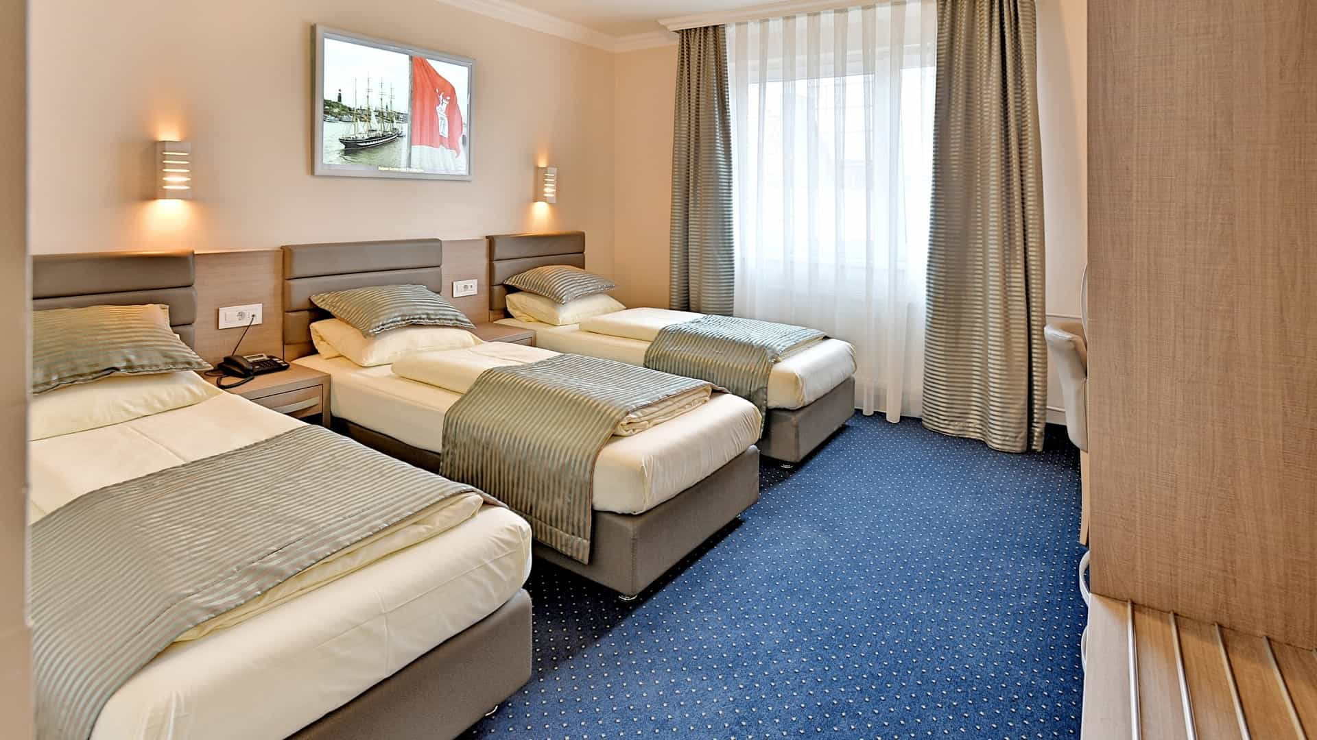 Triple room in St.Joseph Hotel Hamburg next to Reeperbahn in Hamburg-City on St.Pauli Kiez