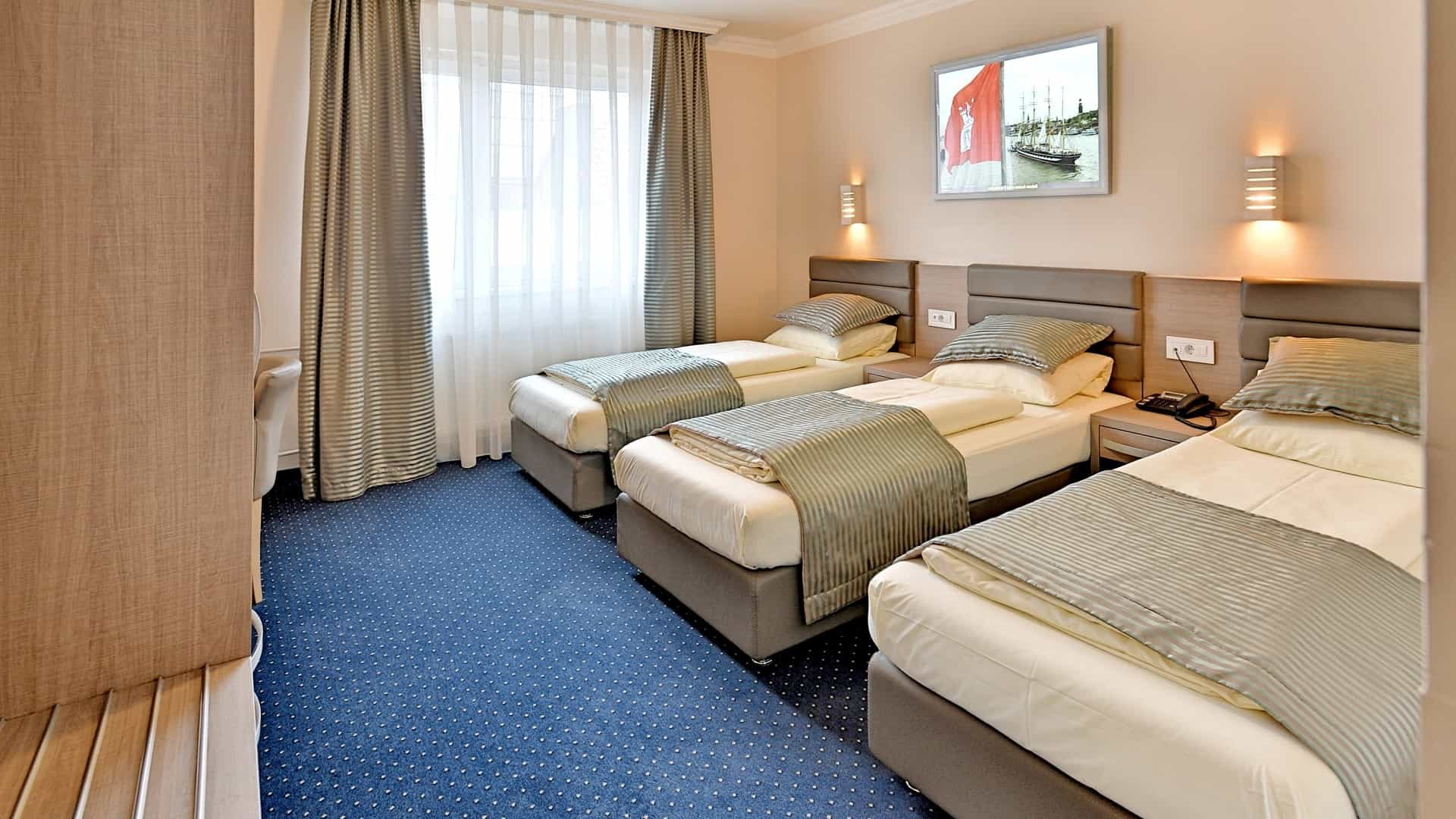 Three single beds in a triple room at the St.Joseph Hotel in Hamburg-City next to Reeperbahn on St.Pauli Kiez