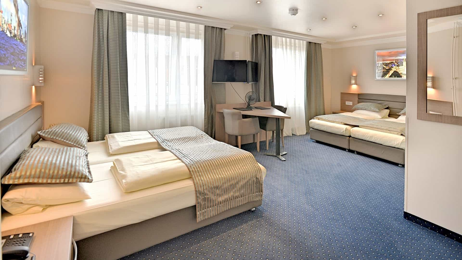 Quadruple room ideal for families with children at the St.Joseph Hotel near Reeperbahn in Hamburg